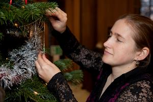 Artist Becka Gould places one of her signature silver webs on The Real Mary King's Close Christmas Tree sml